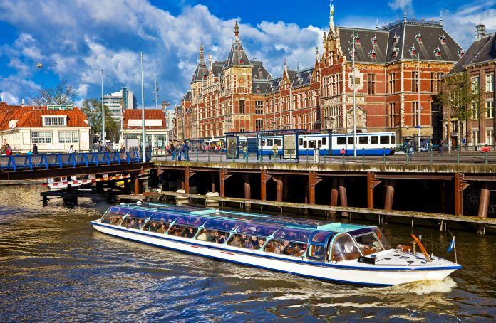 partyboot amsterdam